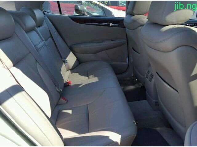 Lexus EX300