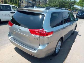Foreign used 2011 sienna XLE