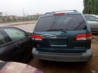 Toyota sienna 2003