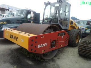 Sany Roller 18 Tons smooth.