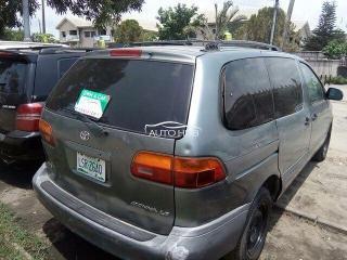 1999 Toyota Sienna Grey