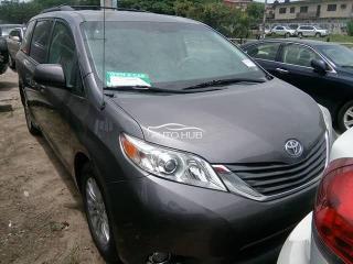 2011 Toyota Sienna Gray