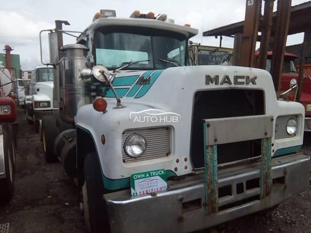 1989 Mack R Model