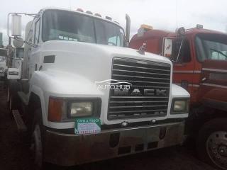 2000 Mack R Model White