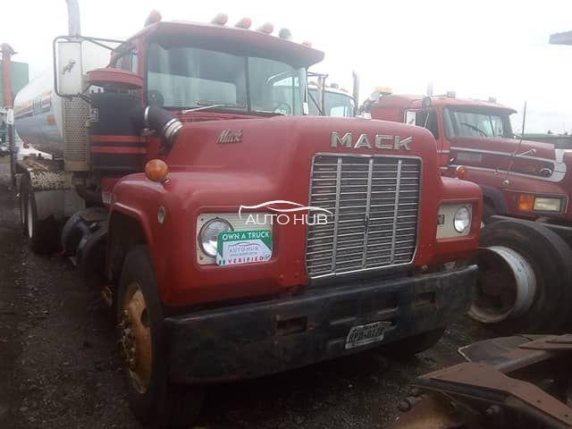 1994 Mack R Model Red