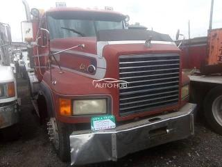 2002 Mack CL Model Red