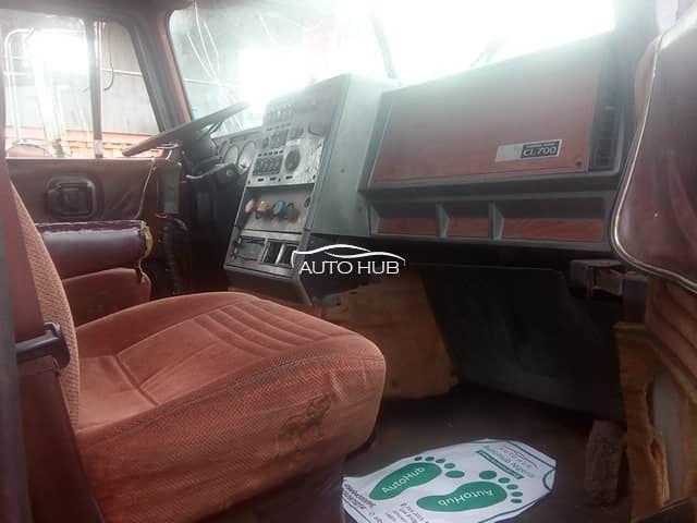 2002 Mack CL Model Red