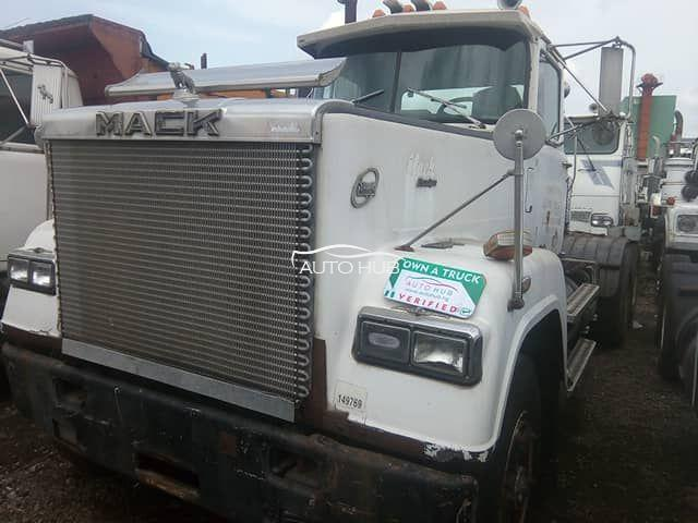 1990 Mack Super Link White