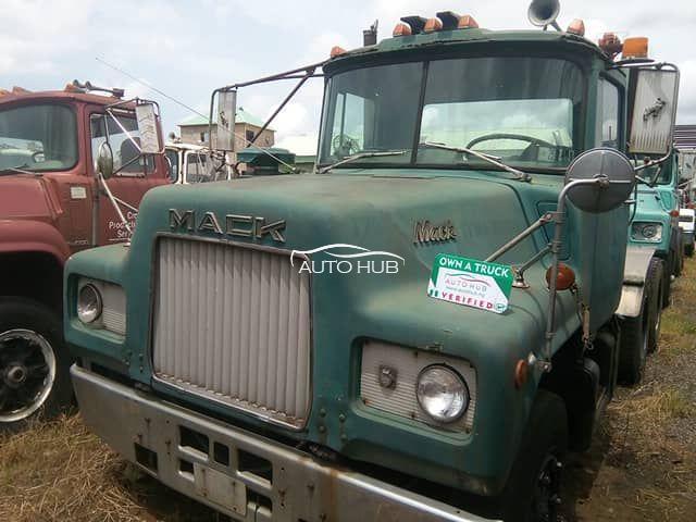 1990 Mack R Model