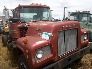 1993 Mack R Model