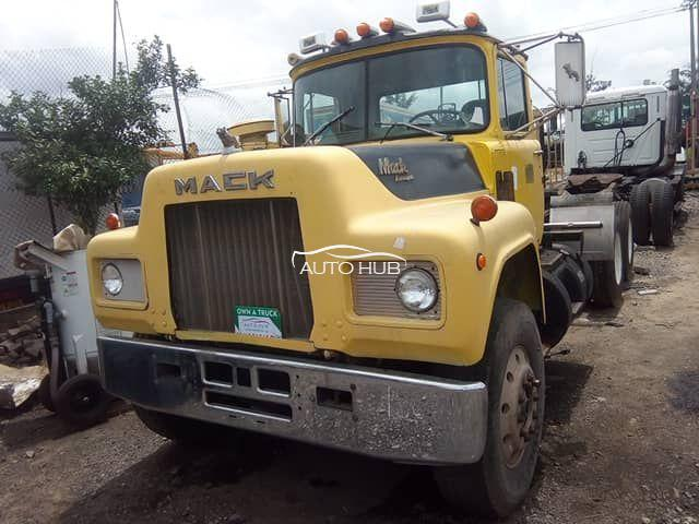 1995 Mack R Model Yellow