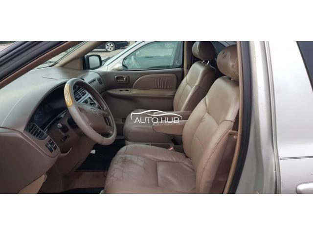 2002 Toyota Sienna Gold