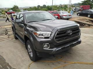 Clean title Toyota Tacoma 2017