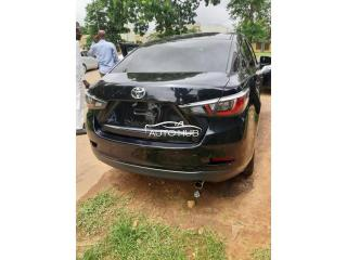 2014 Toyota Yaris is Black