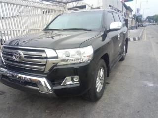 2018 Toyota Land cruiser Black