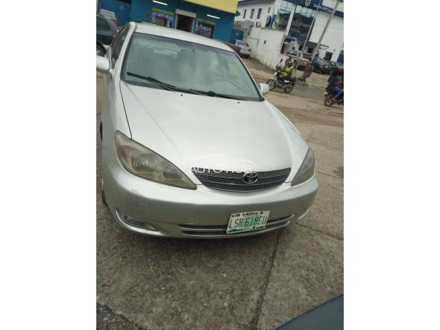 2005 Toyota Camry Gold