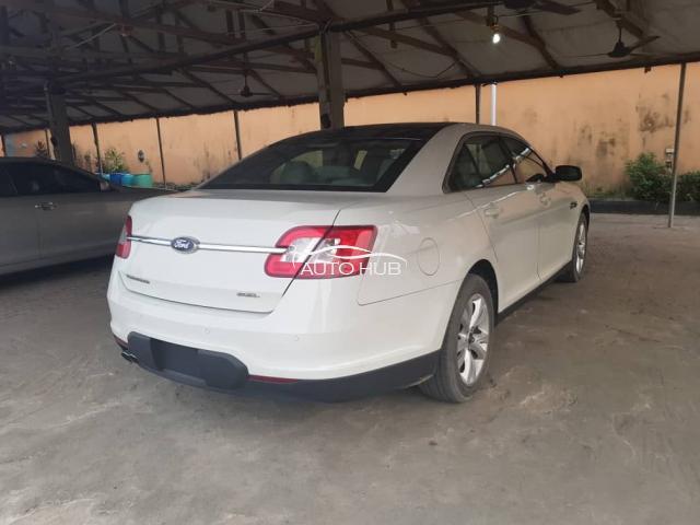 2011 Ford Taurus White