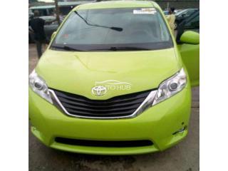 2014 Toyota Sienna Green
