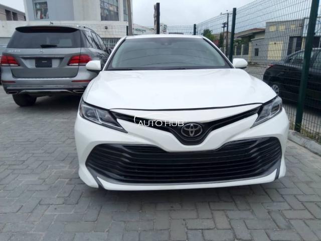 2018 Toyota Camry White