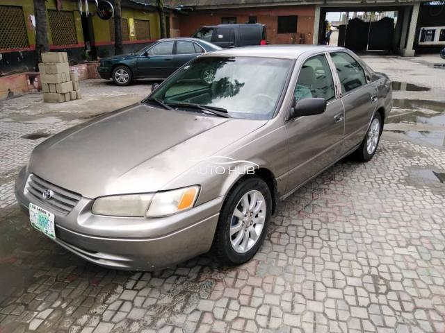 2002 Toyota Camry Gold