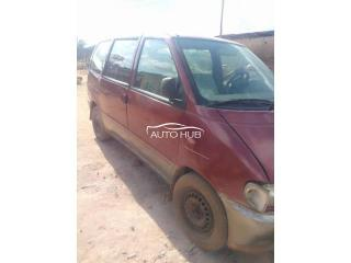 2000 Nissan Sienna Red