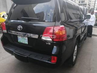 2015 Toyota Land Cruiser Black