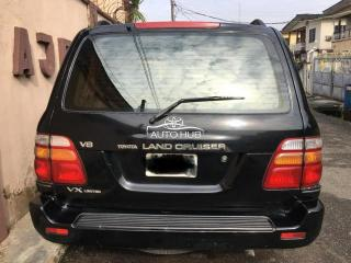 2005 Toyota Land Cruiser Black