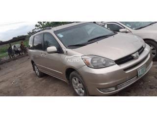 2003 Toyota Sienna Gold