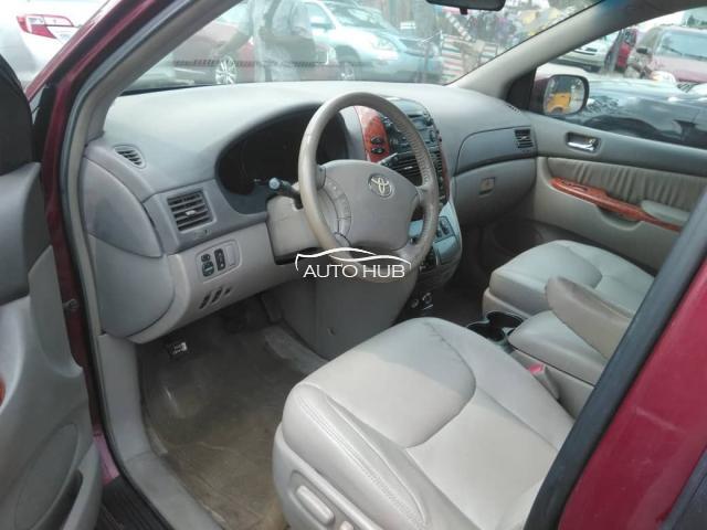 2006 Toyota Sienna Red