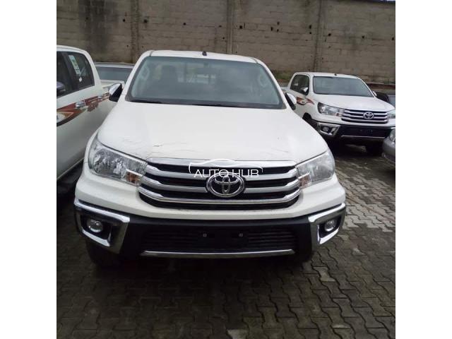 2019 Toyota Hilux White