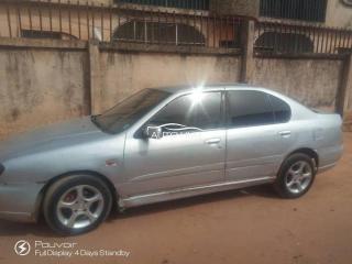 2000 Nissan premiere Silver