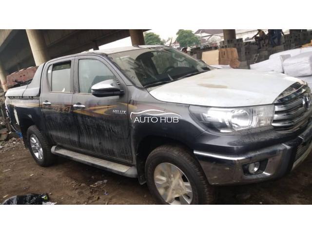 2019 Toyota Hilux Black