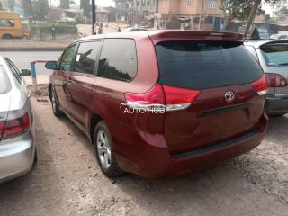 2011 Toyota Sienna Red