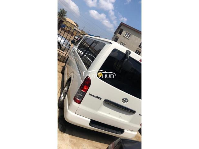 2016 Toyota Hiace White