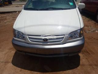 2003 Toyota Sienna White