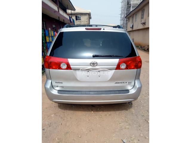 2006 Toyota Sienna Silver