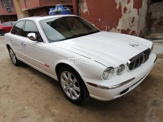 2004 Jaguar Vanda plas White