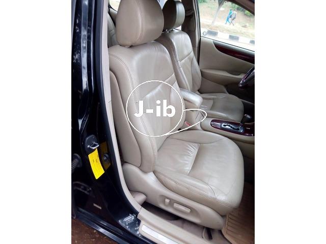Clean Lexus ES 300