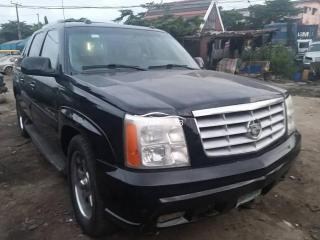 2005 Chrysler Escalade Black