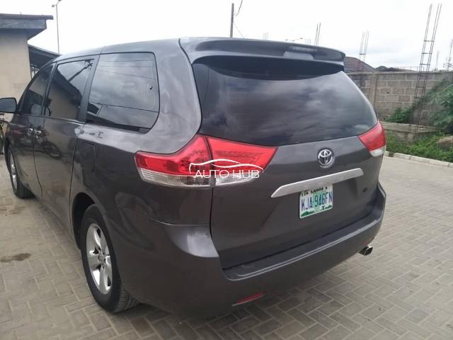 2012 Toyota Sienna Gray