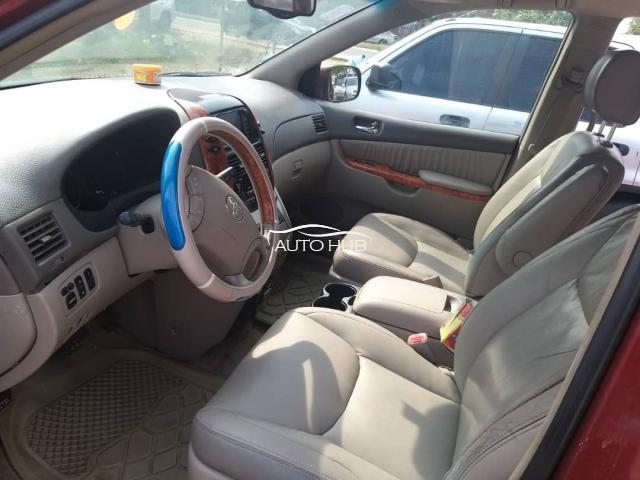 2009 Toyota Sienna XLE Red