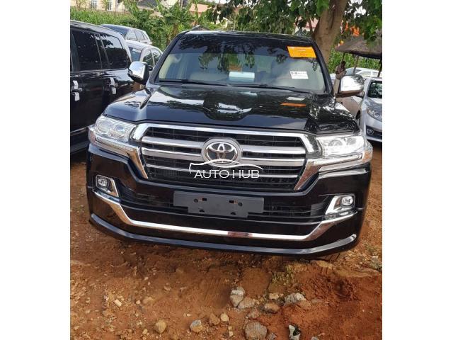 2017 Toyota Land Cruiser Black