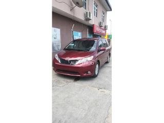 2014 Toyota Sienna Red