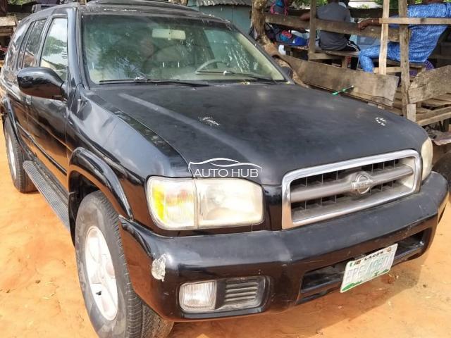 2000 Nissan Pathfinder Black