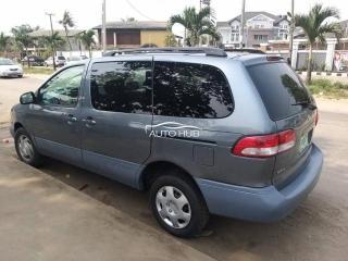 2002 Toyota Sienna Blue