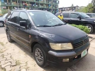 2004 Mitsubishi Space bus Black