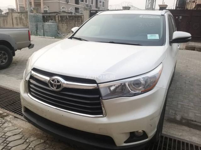 2015 Toyota Highlander White