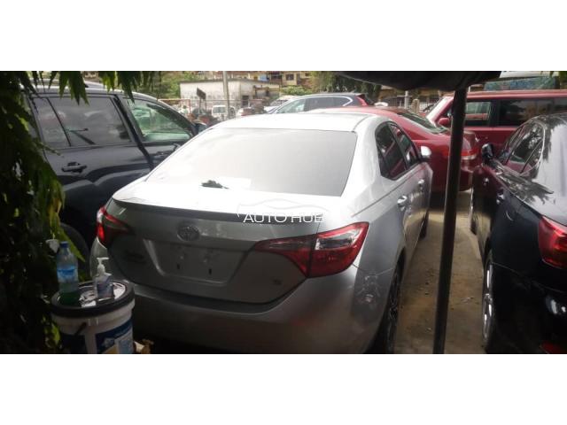2015 Toyota corolla Silver