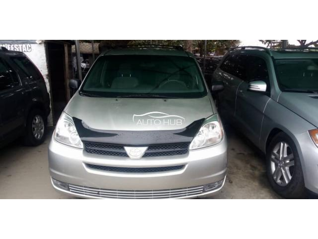 2005 Toyota Sienna LE Gold