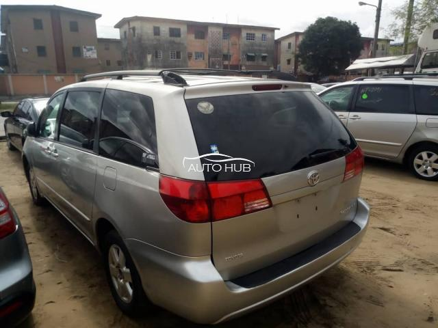 2006 Toyota Sienna LE Gold